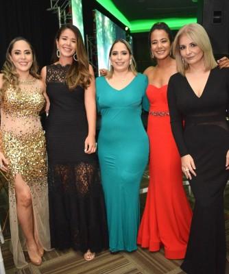 Estefany de Guzmán, Sara Morales, Mónica Marinakis, Ana Morales y Denisse Sikaffy.