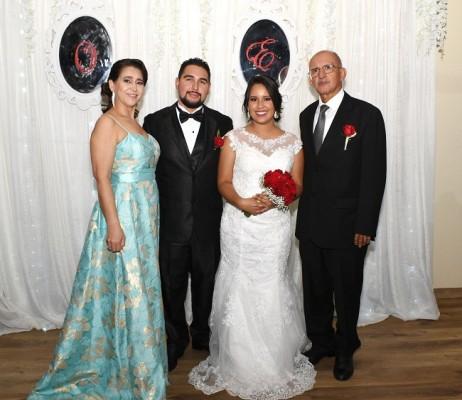 Evelyn Yamileth Solórzano Salgado y Onassis Josué López Gómez, junto a sus padres, Juventina Gómez y Onassis López