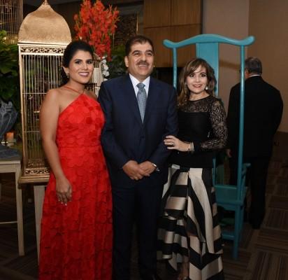 Giuliana Faraj, Jorge Faraj y Elena Pumpo de Faraj