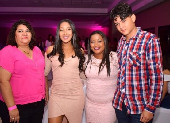 Idalia Guifarro, Estefany Fox, Tania Fox y Jordán Fúnez.