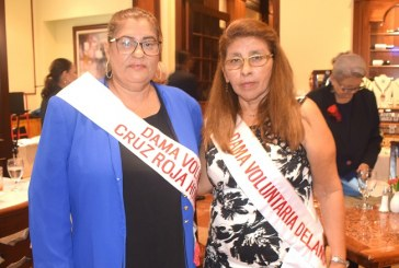 Cruz Roja Hondureña condecora a la dama voluntaria del año