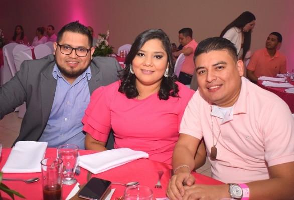 Jeffry Reyes, Alejandra Mendoza y Roberto Rosales.