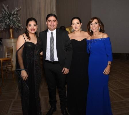 Johana Turcios, Mauricio Contreras, Mireya Larach y Diana Larach