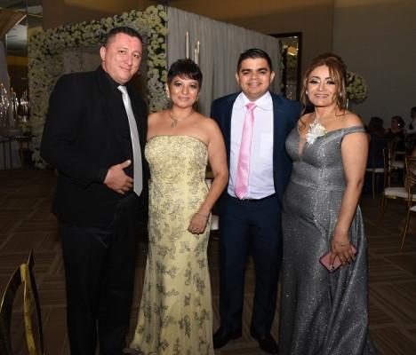 Juan Carlos Amaya, Grace Heinz, Rely Maradiaga y la madre del novio, Dunia Hernández de Ríos.