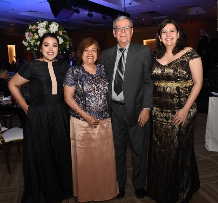 Katherine Rivera, Doris Rivera, Napoleón Rivera y Jennifer Rivera