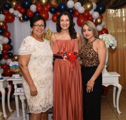 La abuela materna, Erlin Figueroa, Samantha Reyes de Torres y la abuela paterna, Mira Torres