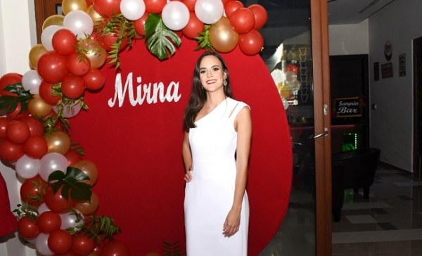 La guapísima Mirna Pelucchi Meermann contraerá matrimonio con su prometido, Héctor Guillermo Reyes García el sábado 14 de diciembre.