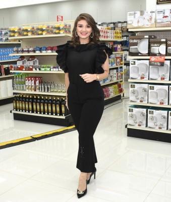 La guapa presentadora de televisión Iveth Bulnes, estuvo en San Pedro Sula durante la inauguración de una reconocida tienda de la city.