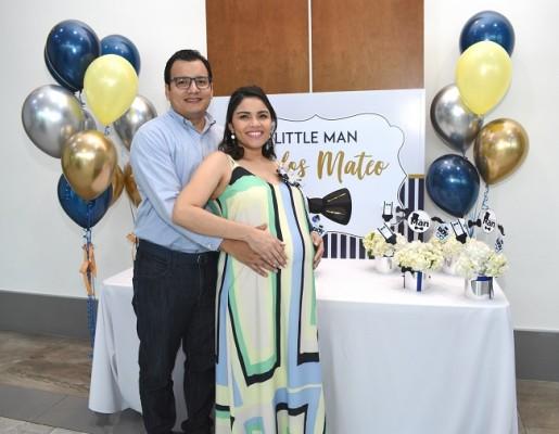 La hermosa pareja conformada por Diana Luz Florentino y Carlos Cáceres, muy felices, a la espera de su primer caballerito