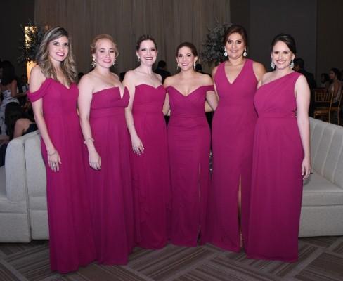 Las damas del cortejo de la novia: Mónica Borrell, Stephanie Fernández, Michelle Wolozny, Tali Keidar, Gladys Cárdenas y María Osorto