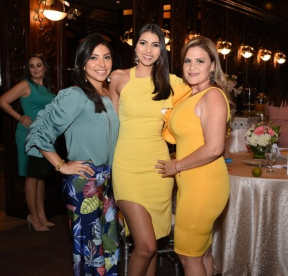 Lisa Fajardo, Vanessa Núñez y Jennifer Robles