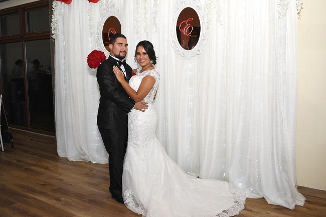 Evelyn y Onassis: una boda íntima y llena de encanto