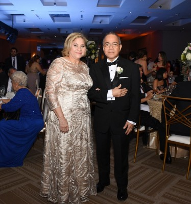 Los padres de la novia, Reina Martínez de Sánchez y Ricardo Sánchez