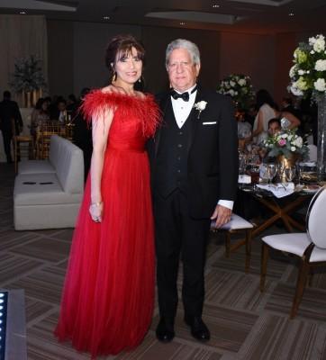 Los padrinos de boda, Martín y Marlene Lanzas