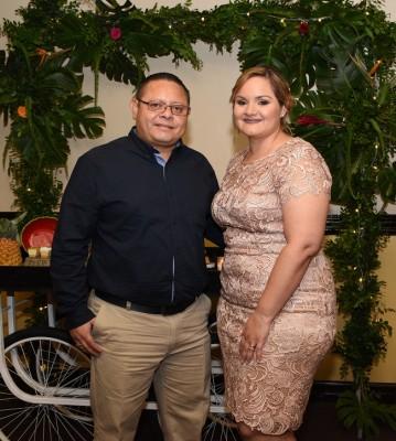Los padrinos de la quinceañera, Carlos y Elena Alvarado