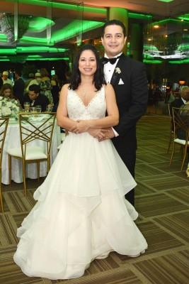 Los recién casados, Patricia Alejandra Zúniga Muñoz y Víctor Manuel Torres Triminio en su inolvidable noche de bodas
