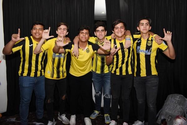 Los seniors se pusieron de acuerdo al vestir la camiseta del Club Deportivo Real España