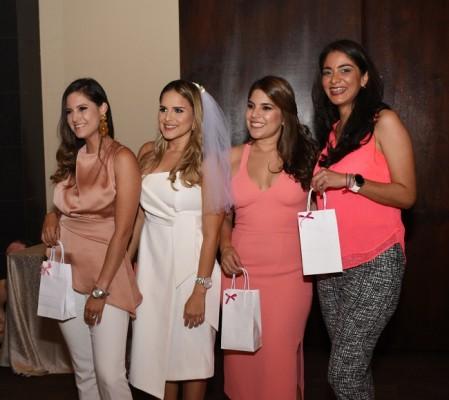 Lourdes Avendaño, Claudia Patricia Robles Murillo, Andrea Restrepo y Yohany Menjívar