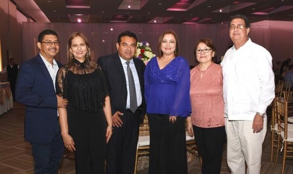 Luis Ortega, Enma de Ortega, Norman y Karla Rodríguez, junto a Griselda y Óscar Turcios