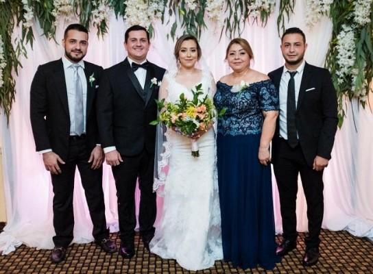 Manuel y Ruwaida, junto a su madre, Paula Morales y sus hermanos, Feras Hassan y Mohamed Hassan.