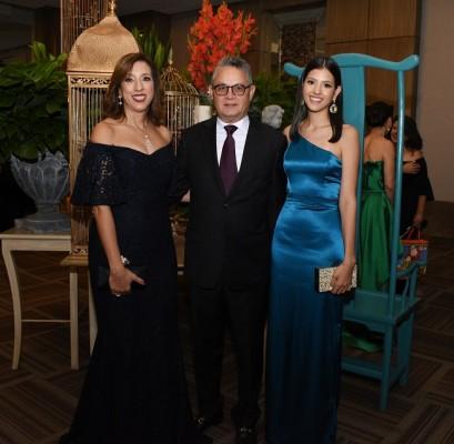 María Teresa de Bendaña, Ricardo Bendaña y Adriana Bendaña