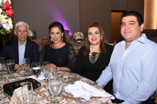 Mario Bueso, Fryda de Bueso, Siham de Yacaman y Juan Yacaman