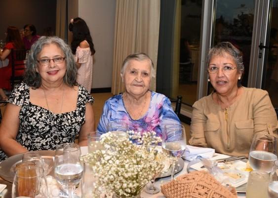 Maritza Hernández, Cristina Florentino y Rosa Hernández de Bustamante
