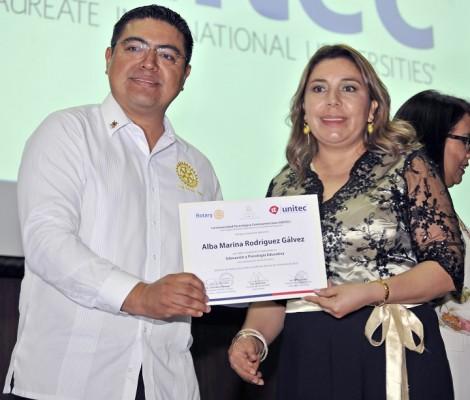 Marlon Mejía, en representación del presidente del Proyecto Desafío WASH,