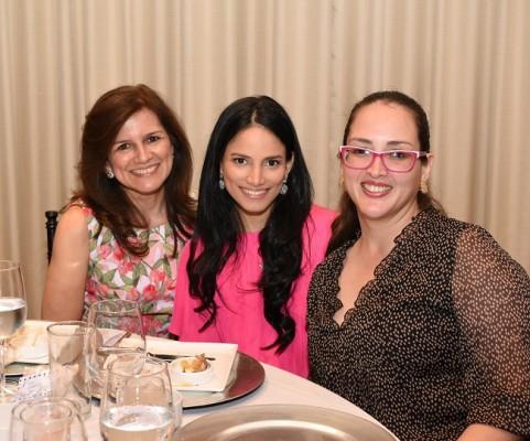 Mayra Peña, Claudeth Peña y Andrea Bustamante