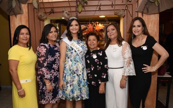 Merlin Contreras, Miriam Contreras, Gabriela Stephany Cisneros Contreras, Carmen Madrid, Lilian Contreras y Cindy Medin