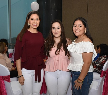 Michelle Fiallos, Andrea Mencía y Valeria García
