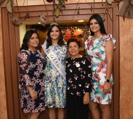 Miriam Contreras, Gabriela Stephany Cisneros Contreras, Carmen Madrid y Valeria Cisneros
