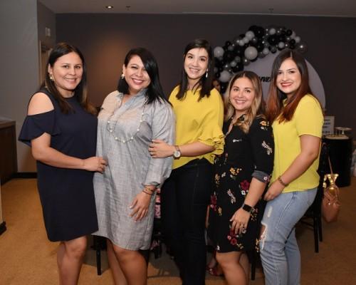 Nadia Alvarado, Gissel Garrido, Michelle Mejía, Osiris López y Débora Appenzeller