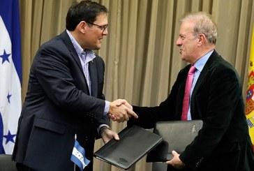 Gobierno firma convenio con universidad española para que hondureños estudien maestrías