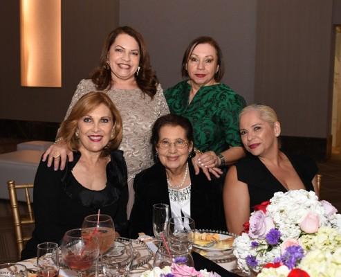 Nohemí de Gaído, Yolanda de Reyes, Sobeyda Saybe, Emy de Handal y Gilma Noriega