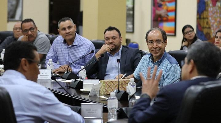Gobierno y productores acuerdan plan de 10 años para desarrollar el sector palmero