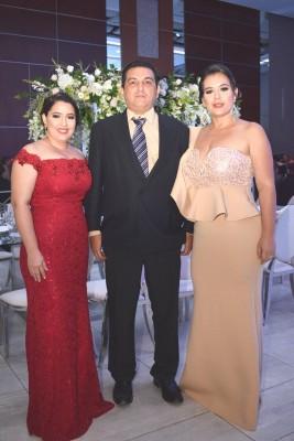 Raquel de Sagastume con Walter y Berning de Pineda.