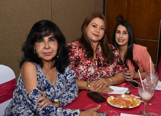 Rina Nasser, Lindsay López y Lindsay Hernández