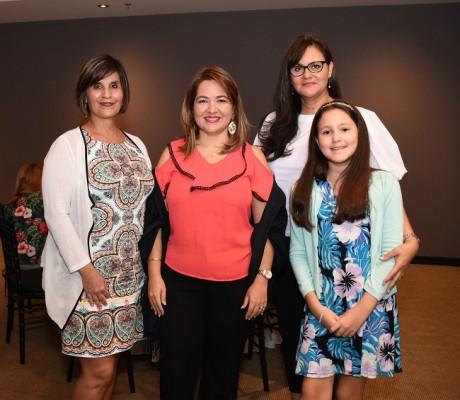Rina de Hernández, Luisa Oliva, Tatiana de Rendón y Tatiana Rendón