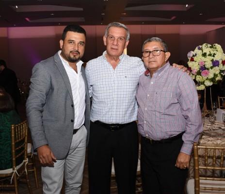 Roger Flores, José Manuel Arriaga y Óscar Bardales