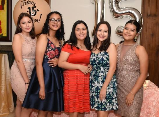 Sharon López, Jimena Medina, Ingrid Carson, Gabriela Mayes y Diana Lagos