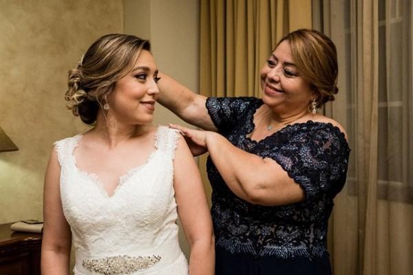 Una imagen que eternizará los recuerdos de la novia y su madre…lograda en la antesala de su gran noche de bodas
