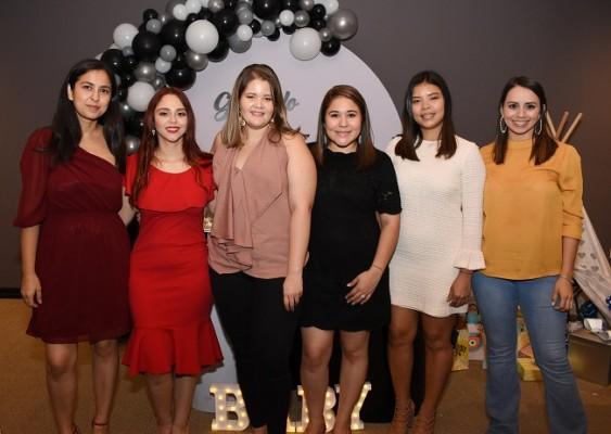 Victoria Hernández, Gabriela Cubas, Graciela Avendaño, Marcela Zacapa, Issis Carrillo y Cindy Borjas
