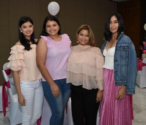 Yosselyn Bustillo, Cristina Pineda, Geisel Bustamante y Linette Carrasco