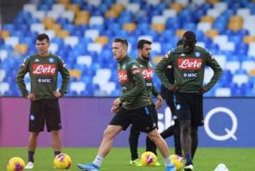 """Aficionados lanzan petardos y le piden """"respeto"""" a jugadores del Nápoles"""