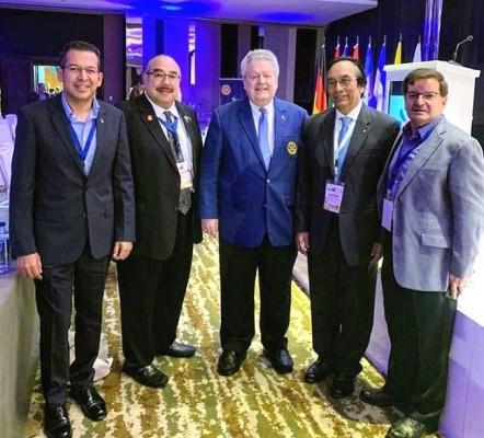 En Panamá en el Instituto Rotario: César García, Darío Gámez, presidente de Rotary Internacional Mark Maloney, Victor Manuel Rodríguez y Rubén Wolozny.