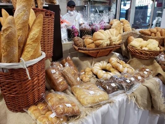 En Supermercados Colonial: La Hogaza de Pan de lanza línea de exquisitos panes rústicos