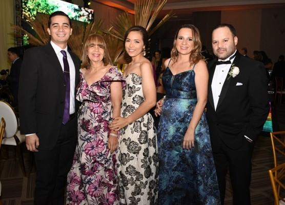 Bryan del Valle, Lizeth del Valle, Nicole del Valle, Melissa de Zúniga y Harry Zúñiga