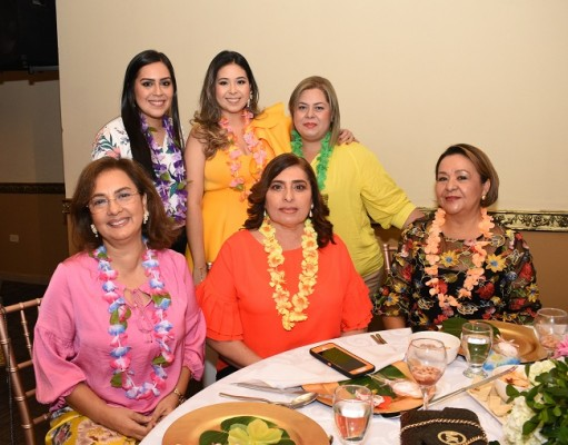 Carmen Díaz, Stephanie de Segurado, Marcela Burgos de Abadie, Jenny de Yuja, Rosa Diek y Rosa de Abadie.