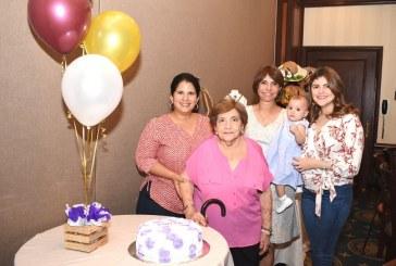 Doña Tinita de Mena fue agasajada en su cumpleaños